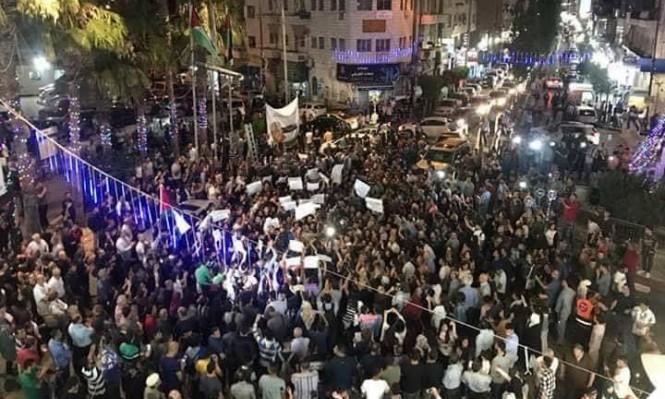 رام الله تتظاهر ضد الإجراءات العقابية على قطاع غزة