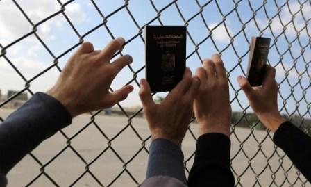 أزمة الشباب في غزة: قلقٌ من الهجرة وقلقٌ من البقاء