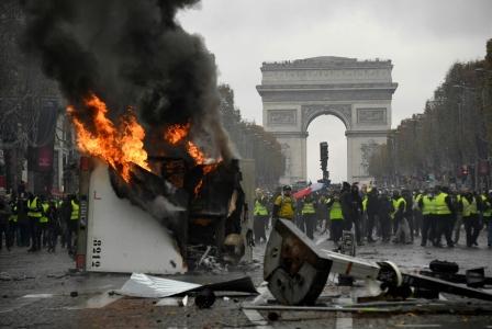 احتجاجات باريس: ماكرون في مواجهة «السترات الصفراء»