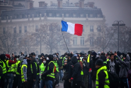الشارع «يُسقط» ماكرون؟ شتاء فرنسا