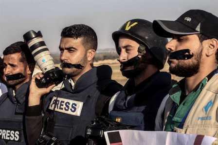 فلسطين | «غرِّد» مع السلطة وإلّا... تُفصل