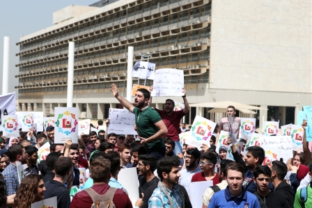 طلاب «اللبنانية» لأساتذتهم: «أُكلتم» يوم أُكل الثور الأبيض!