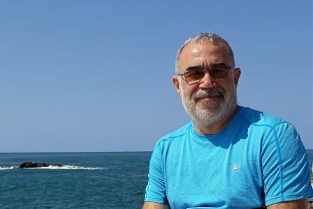 محمود زيباوي موثِّقاً زمن الاحتمالات السعيدة