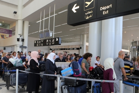 انقلاب في مطار بيروت