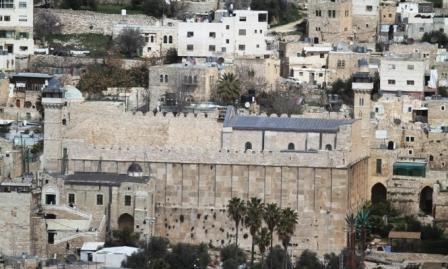 مجزرة الحرم الإبراهيمي بالخليل: 25 عاما من الانتهاكات والاعتداءات