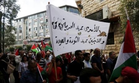 أسرى عسقلان يباشرون إضرابا عن الطعام