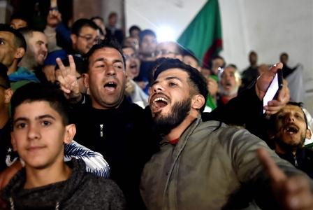 الجزائر تطوي صفحة بوتفليقة- الجيش يعلن حرباً على «العصابة»: بوتفليقة خارج السلطة