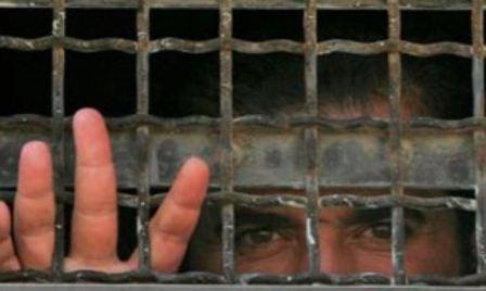 في يوم الأسير الفلسطيني... مئات الأسرى يعانون أمراضاً مزمنة!