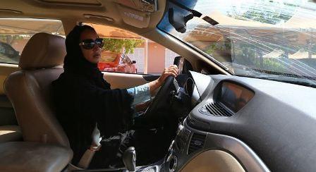 السعودية تعلن عن موعد قيادة المرأة للسيارة