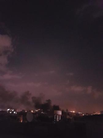 حريق في احد المحال التجارية في سوق الخضار في مخيم عين الحلوة
