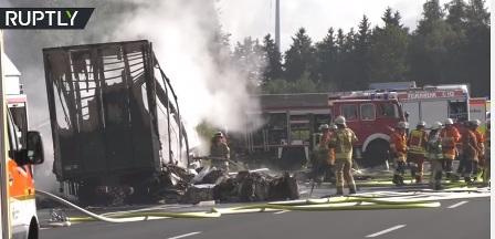 مقتل 11 وإصابة 30 آخرين بحريق حافلة سياح في ألمانيا