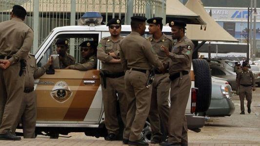 الشرطة السعودية تلقي القبض على عصابة تعري رهائنها