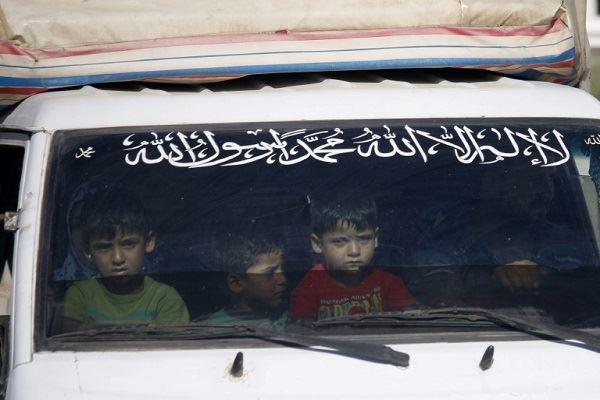 آلاف النازحين يعودون إلى منازلهم في جنوب سوريا