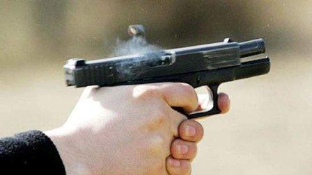 العثور على شاب مصاباً برصاصة خلف منزله