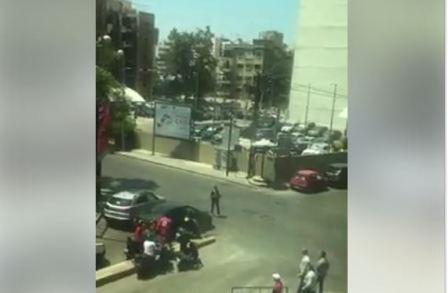 موكب الحريري قطع طريق سيارة الإسعاف!