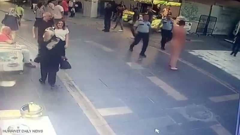 قتل أمه طعناً في حي أيوب سلطان... ثم نزل إلى الشارع عارياً يلاحق المارّة!