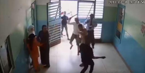 بالفيديو - إشكال بالسيوف داخل إحدى المستشفيات!