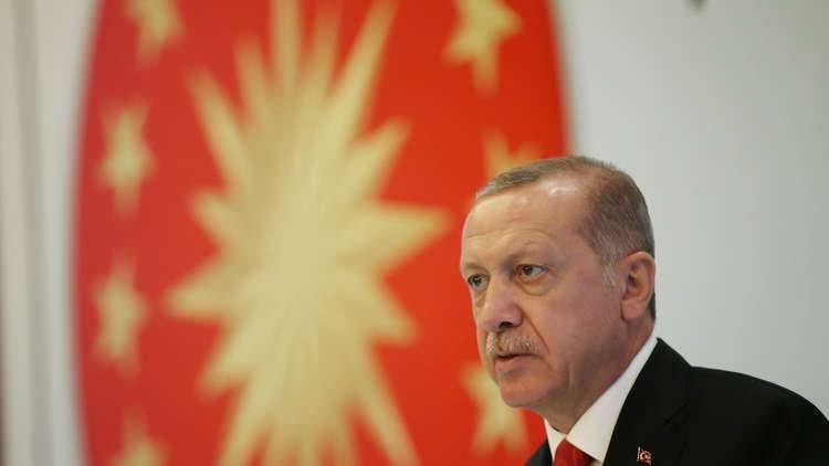 الليرة التركية في ادنى مستوياتها... واردوغان يعلّق: عضويتنا في الناتو كلفتنا ثمنا باهظا