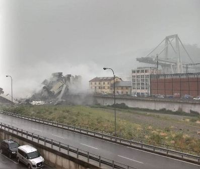 بالفيديو- انهيار جسر للسيارات في إيطاليا... والقتلى بالعشرات!