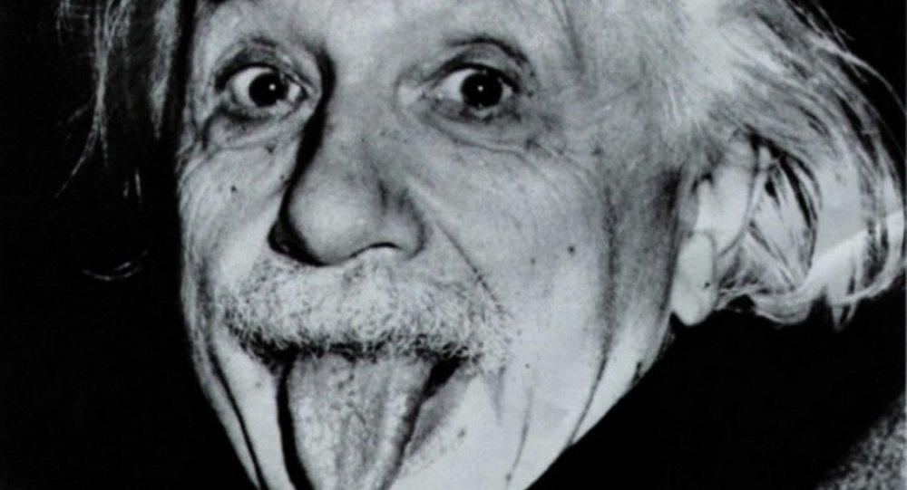 السر وراء إخراج أينشتاين لسانه في صورته الشهيرة