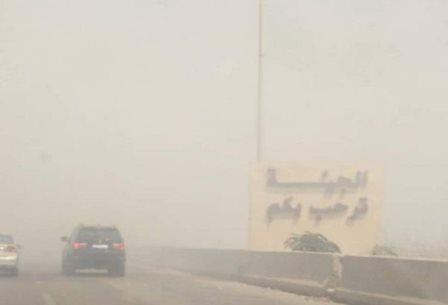 بالصور.. سُحب دخان كثيفة تُغرق الجيّة... جبل النفايات احترق والفاعل مجهول!