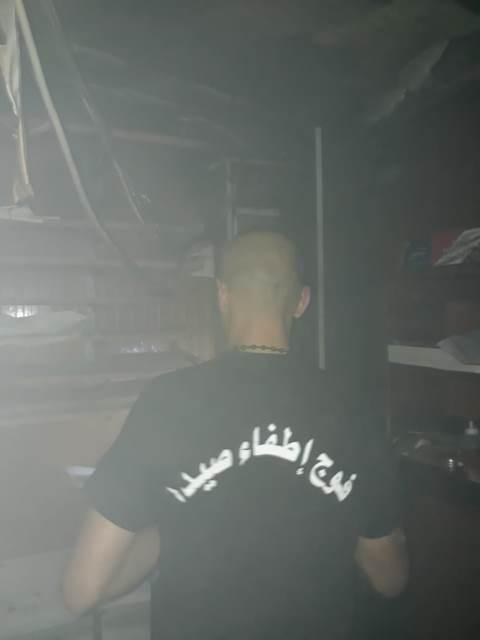 اخماد حريق تبلو كهرباء داخل كافيتيريا (central perk) مدخل مفرق الجامعة اللبنانية  خلف السراي