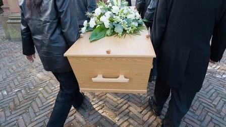 إكتشاف جثث أطفال رضع مخبأة في دار للجنازات