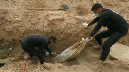 اكتشاف مقبرة جماعية جديدة تضم 1400 مدني قتلوا في الرقة جراء القصف الأميركي