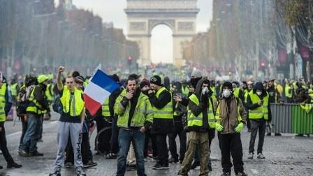 التظاهرات تعم باريس احتجاجاً على ارتفاع أسعار الوقود