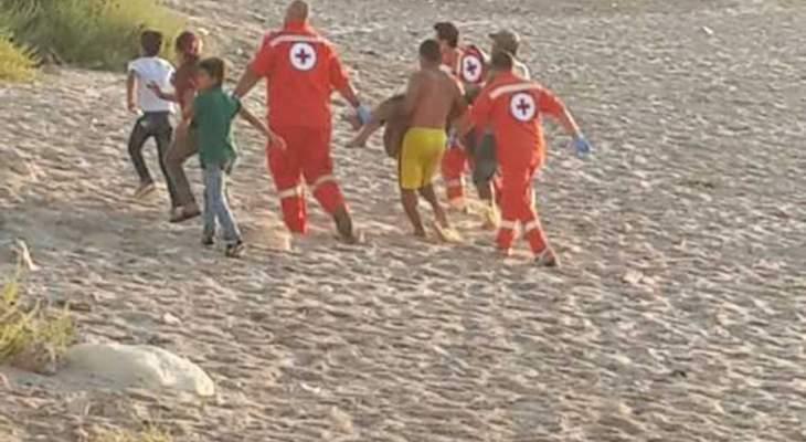 غريق بالمسبح الشعبي لمدينة صيدا وفرق الاسعاف عملت على نقله للمستشفى