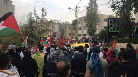 بالصور  شباب التنظيم الشعبي الناصري يشاركون بالتظاهرة التي دعت اليها الأحزاب اللبنانية الوطنية  أمام السفارة الأميركية في عوكر