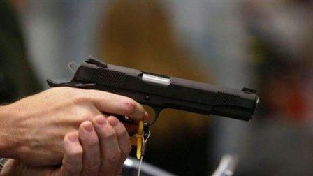 مراهق يطلق النار على خمسة من زملائه من مسدّس ضغط!