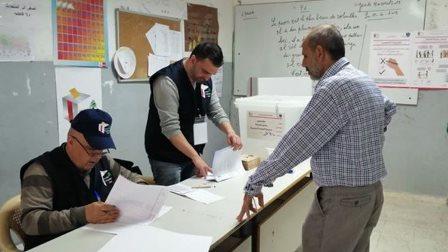 إقبال ضعيف على مراكز الإقتراع في طرابلس في مقابل حضور كثيف لوسائل الإعلام والماكينات الإنتخابية