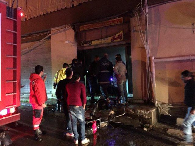 بالصور... حريق داخل محل لتصليح الدراجات الكهربائية في صيدا