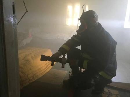 اخماد حريق في منزل سليم فرح في  صيدا- البرامية