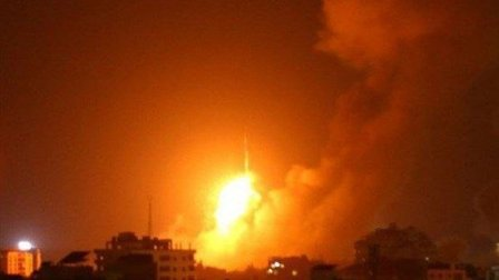 طيران الاحتلال يستهدف مواقع عدة في قطاع غزة