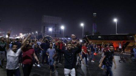 السلطات المصرية تعتقل المئات بعد احتجاجات تطالب السيسي بالتنحّي.. وتعطّل مواقع للتواصل الاجتماعي!