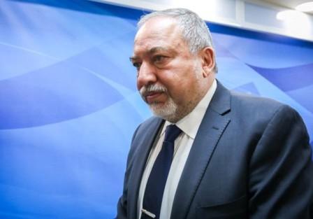 بعد انتصار غزة.. ليبرمان يستقيل من منصبه كوزير أمن
