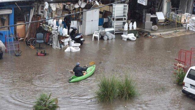 بلدية الغبيري: الطريق الدولية ليست من صلاحيتنا... ومصارف المياه كانت مسدودة بسجادات وحرامات وألواح خشبية