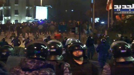 استمرار المواجهات بين القوى الأمنية والمتظاهرين في وسط بيروت