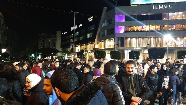 بالفيديو: اعتصام عند تقاطع ايليا في صيدا وقطع طرقات احتجاجا على تقنين الكهرباء