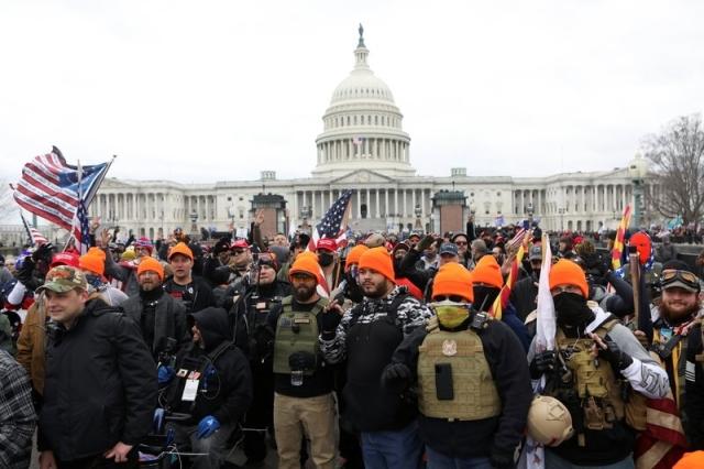 مناصرو ترامب يقتحمون مبنى الكونغرس.. و