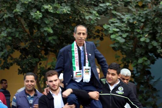 والد الشهيد محمد الدرة في مخيمات لبنان