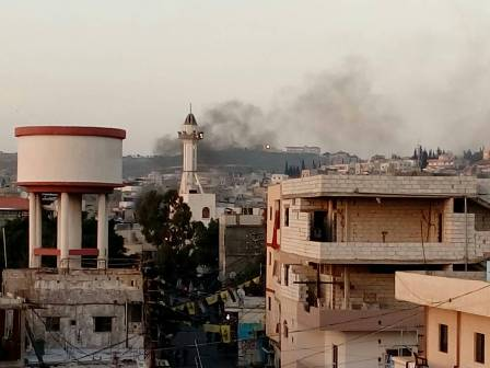 بالفيديو والصور..قطع طريق الشارع الفوقاني لمخيم عين الحلوة من قبل الاهالي