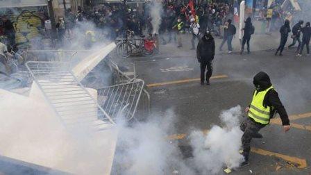 فرنسا.. الإضراب يدخل يومه الـ24 والنقابات تدعو إلى تعبئة أكثر زخما