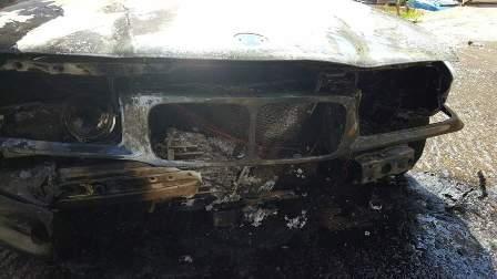 بالصور: اشتعال سيارة في طريق طلعة المحافظ -صيدا