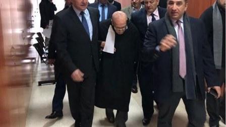 قاض يطرد محام مُسن من قاعة المحكمة.. ونقيب المحامين يتدخّل