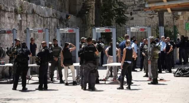 القوات الاسرائيلية تعتدي على سيدات وشبان بباب الاسباط بالمسجد الأقصى