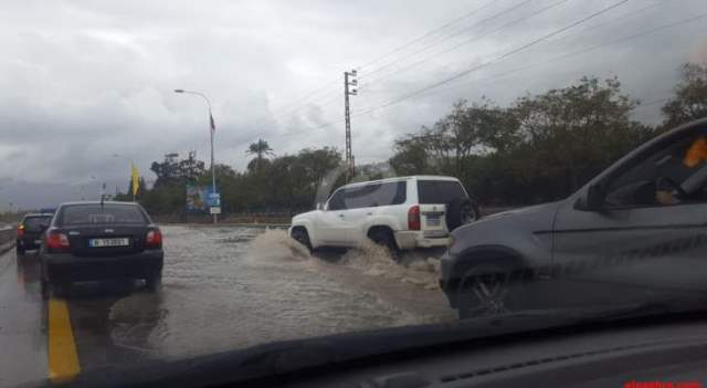 تشكُل برك وبحيرات في الطرقات بالنبطية نتيجة الأمطار الغزيرة