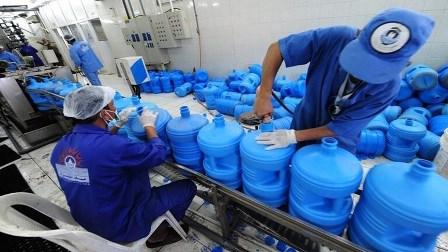 توزيع ماء زمزم على مصابي